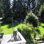 Außenterrasse mit Garten und Grillecke