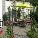 Terrasse möbliert für 4 Personen mit Sonnenschirm und Grill