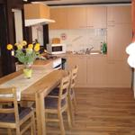 Die offen gestaltete Küche lädt zum gemeinsamen kochen ein.