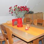 Essbereich mit ausziehnabrem Tisch für 4-6 Personen