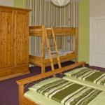 Schlafzimmer mit Blick auf Etagenbett