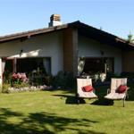 Terrassen mit Liegewiese u. großem Garten mit Weitsicht ins Land :-)