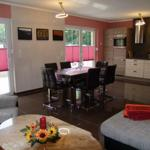komplett eingerichtete Küche mit Eßtisch für 6 Personen, auf Wunsch erweiterbar, Terassentüren Südseite