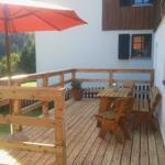 Terrasse und eingezäunter Garten mit Grillmöglichkeit (Grill vorhanden), Sonnenseite mit Bergblick!