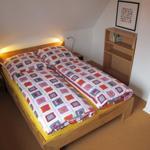 Schlafzimmer mit Doppelbett  140 cm X 200 cm