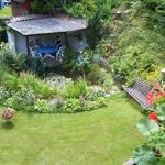 Garten mit Teich, Kamin und Sitzecke