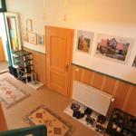 Eingangsbereich, Flur zur Wohnung 1 mit Schuhablagen