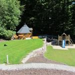 Garten mit Grillkota und Spielplatz