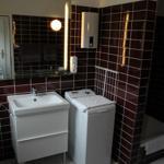 Duschbad inkl. großem beleuchtetem Spiegel, Waschmaschine, Dusche und WC