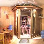 Entspannen in der Infrarotwärmekabine oder in der hauseigenen Sauna
