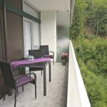 auf dem großen Balkon können Sie ein wunderbares Frühstück in der Morgensonne genießen