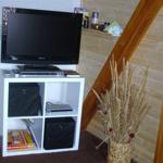Wohnzimmer mit Fernseher und DVD Spieler