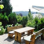Die idyllische Grillterrasse mit Blick auf den Bocksberg.