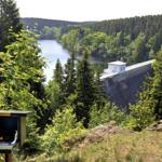 Wandern und Erholen. Ziellierbach-Talsperre mit Stempelstelle. Fotograf Meusel