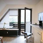 große Wohnküche mit Ausgang zum Balkon