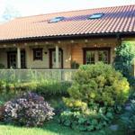 Blockhaus Gästeterasse mit Gartenteich
