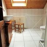 Ihr sehr schön eingerichtetes Bad mit großer 90 cm Dusche