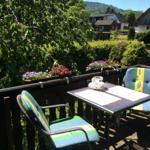 Auf dem Süd-Balkon mit Gartenmöbeln, können Sie die letzten Sonnenstrahlen genießen und einen schönen Urlaubstag Revue passieren lassen.