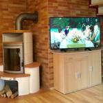 Kaminofen u. 49-Zoll HD-TV