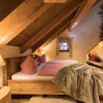 Schlafzimmer mit original 7 Zwerge Bett