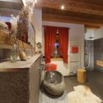Bad mit Fußbodenheizung und Sauna im EG sowie ebenerdiger Dusche