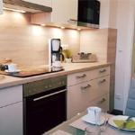 Küchenzeile mit Küchengeräten