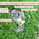 Wohnbereich mit Kamin und Blick auf das Schloss Wernigerode