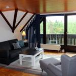 Unsere Wohnung liegt im 2. Stock. Der oberste Balkon in der Mitte des Hauses gehört zu der Wohnung!