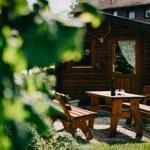 Sitzecke mit Gartenhäuschen