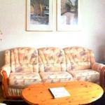 Wohnzimmer mit Sitzgelegenheit