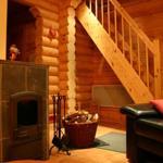 Wohnzimmer mit Treppenaufgang zum 2. Schlafzimmer