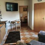 Küchenbereich und Schlafzimmer