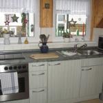 Küche, seperat mit Sitzecke, Kühlschrank, Herd,Backofen, Kaffeemaschiene, Wasserkocher, Toaster u.s.w.