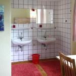 Kinderzimmer: Nische mit 2 Waschtischen (zur Entlastung des Badezimmers)