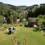 Panoramablick auf den Ortskern und die umliegenden Berge