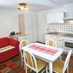 Küche mit Zugang zu dem angrenzendem Südbalkon ( Dachterrasse )