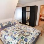 Schlafzimmer im OG mit Doppelbett.