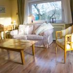 Wohnzimmer mit Holzterrasse