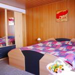 Wohn/Schlafzimmer m. Radio, SAT-TV-Anschlussmöglichkeit