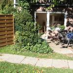 Blick aus dem Garten der Wohnung 2 auf die Terasse.