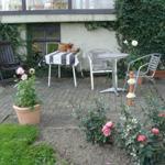 Sitzecke im Garten mit Liegewiese