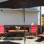 Terrasse mit viel Platz, Sonnenliegen, Markise, Sonnenschirm und Grill