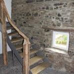 Auf unserm neu verlegtem historischen Deelepflaster gelangt man vorbei an den alten Bruchsteinwänden in die Wohnräume. Eine Moderne Treppe führt in die Schlafzimmer.Auch im Winter kalte Füße gibts bei uns nicht, alle Räume im EG besitzen Fußbodenheizung.