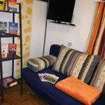 Ein Schlafzimmer mit Schlafsofa für 1 oder 2 Personen und Kleiderschrank. Ein Schlafzimmer mit 2 Etagenbetten und Kleiderschrank.