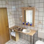 Das gut ausgestattete,geräumige Bad Barrierefreie Dusche und Badewanne