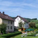 Garten mit Liegewiese, Spielwiese, Tischtennis,  Terrasse, Gartenhaus und Gartenteich