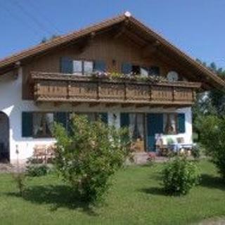 Roßhaupten-Allgäu, 3-Sterne-Ferienwohnung für 2-4 Personen, mit Bauernhof, eigener Angel-und Badesee - Roßhaupten