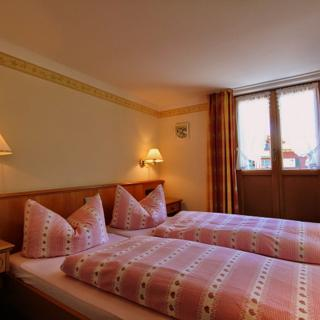 Pension Gatterhof - Doppelzimmer Nr. 4 mit Balkon - Riezlern