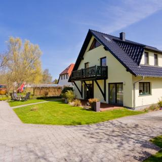 Haus am Wasser--FEWO Schafberg - Middelhagen