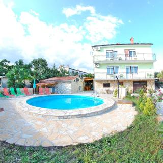 FAMILY APARTMENT WITH SHARED POOL 2 - PULA